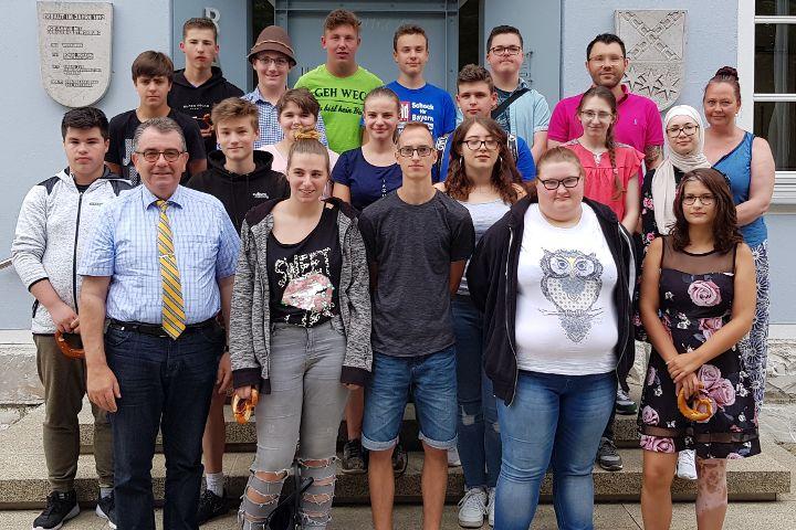 Entlass-Schüler besuchen Bürgermeister