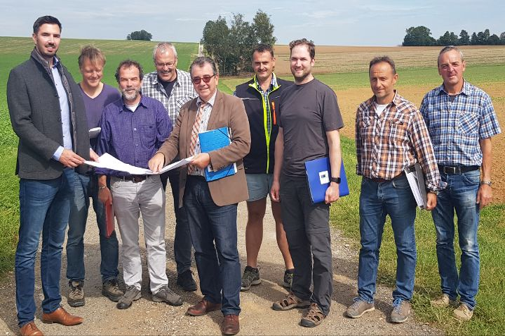 AOM Kernwegenetz ; Im Gemeindegebiet Deining beginnen die Baumaßnahmen für weitere fünf Wegtrassen