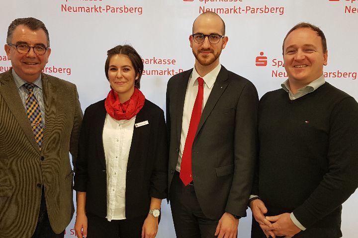 Neue Leiterin für die Sparkassen-Geschäftsstelle in Deining