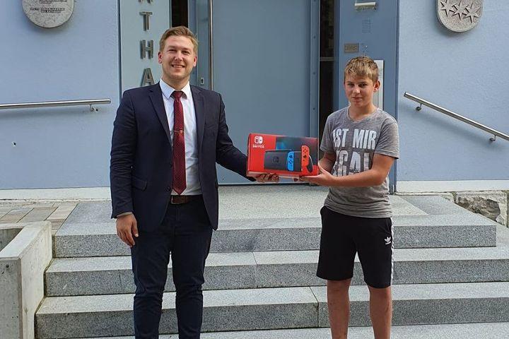 Hauptpreis Jugendbeteiligung an Gewinner übergeben